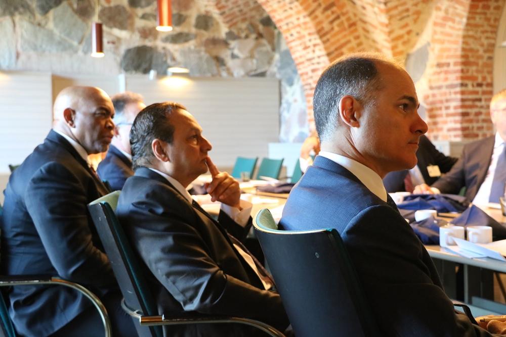 Peter Abdool (keskellä) osallistui muiden kunniakonsulien tavoin kesäkuussa järjestetylle kolmipäiväiselle vierailulle Suomeen. Kuva: Terhi Suominen