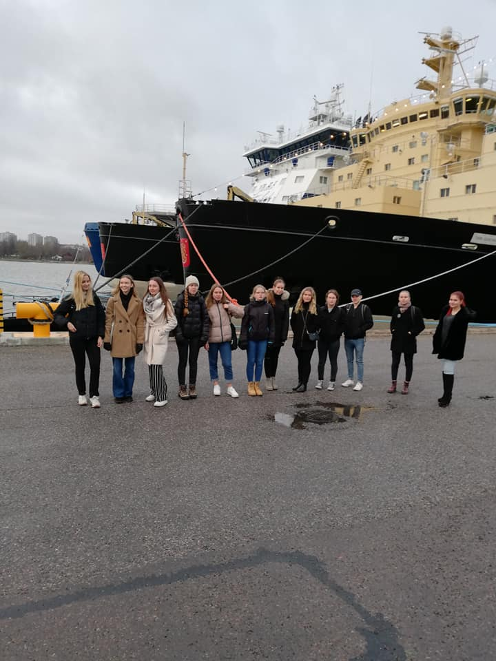 Arctic course students visiting the icebreaker Polaris.
