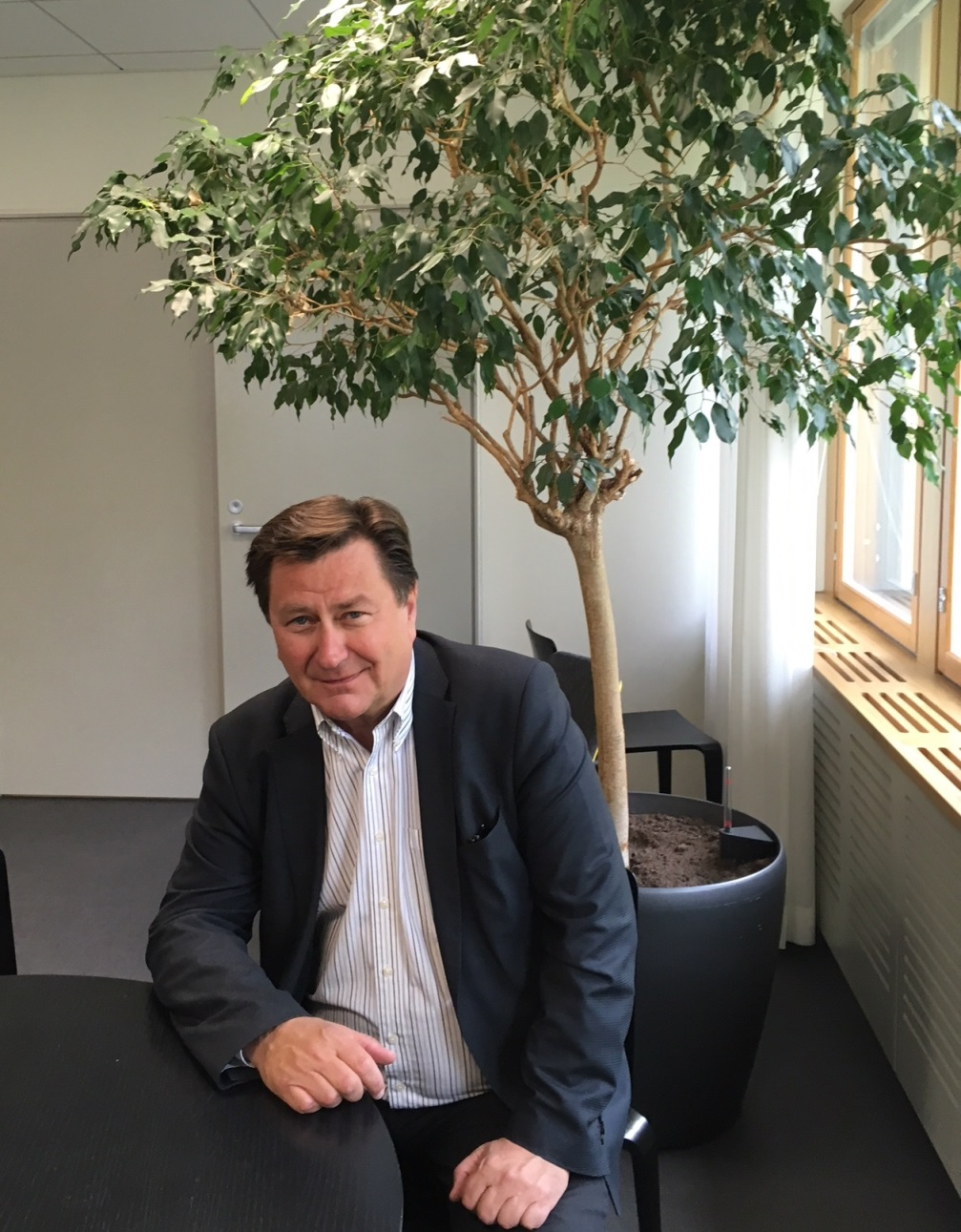 Jukka Pietikäisen toimialueena on Karibia, mutta hänen toimistonsa on Helsingin Kruunuhaassa. Kuva: Juhana Tuunanen