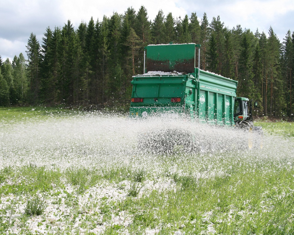 Soilfood produces soil amendments from nutrient and carbon rich sidestreams of the forest industry which help to reduce dependence on non-renewable nutrients.
