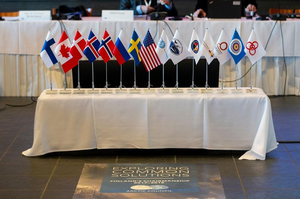 Arktiseen neuvostoon kuuluvat Suomi, Kanada, Tanska, Islanti, Norja, Venäjä, Ruotsi ja Yhdysvallat sekä alkuperäiskansajärjestöt: Aleuit International Association, Arctic Athabaskan Council, Gwichín Council International, Inuti Circumpolar Council, RAIPON ja Saamelaisneuvosto. Kuva: Kaisa Sirén