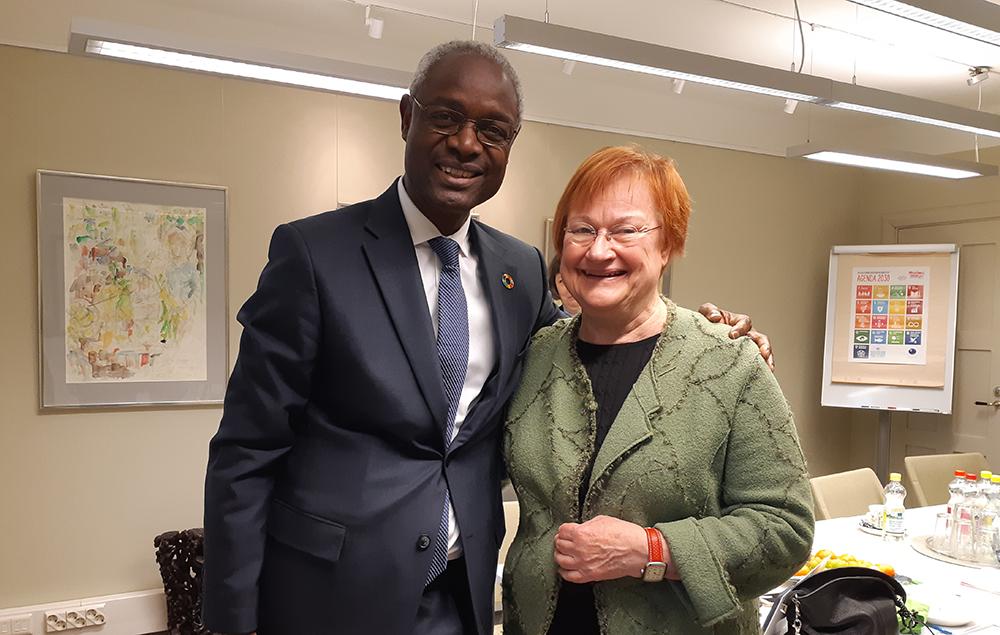 Under sitt Finlandsbesök träffade generalsekreterare Ibrahim Thiaw bland annat president Tarja Halonen, som är goodwillambassadör för FN-konventionen för bekämpning av ökenspridning.