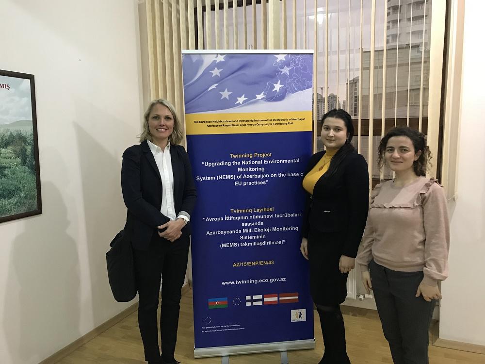Assistentit ovat RTA:n oikea ja vasen käsi: heidän roolinsa on tärkeä etenkin maassa, jossa harva osaa englantia. Kuvassa RTA Katja Lovén yhdessä assistenttiensa Rahila Karimovan ja Gunel Soltanovan kanssa.